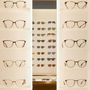 kapolis-optician-store-design-square-shelves